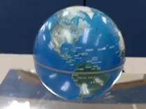 回る地球儀